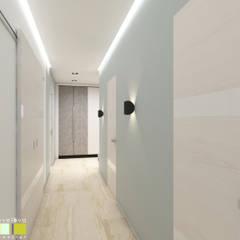 Pasillos y hall de entrada de estilo  por Мастерская интерьера Юлии Шевелевой