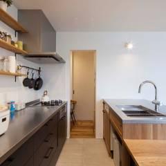 深軒の家: 中澤建築設計事務所が手掛けたキッチンです。