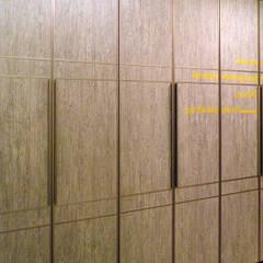 기존 가구를 매우 활용한 홈스타일링: 더디자인 the dsgn의  복도 & 현관