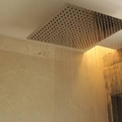 DEPARTAMENTO LIMON: Baños de estilo  por Tema Arquitectos