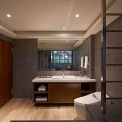 美式休閒渡假別墅:  浴室 by 層層室內裝修設計有限公司