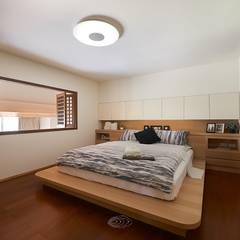 Recámaras de estilo escandinavo por 層層室內裝修設計有限公司