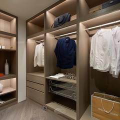 細膩質感景觀宅:  更衣室 by 層層室內裝修設計有限公司