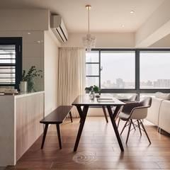 Phòng ăn by 層層室內裝修設計有限公司