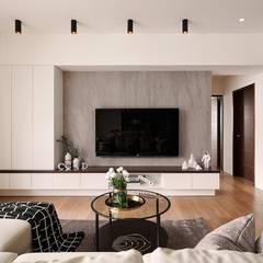 Ruang Keluarga oleh 層層室內裝修設計有限公司