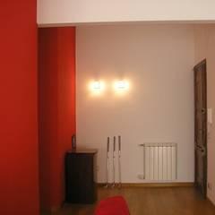 Casa Bas: Ingresso & Corridoio in stile  di A-LAB Arch. Marina Grasso