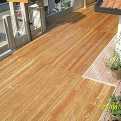 Decking in larice - Pavimento da esterno per un patio: Pavimento in stile  di ONLYWOOD