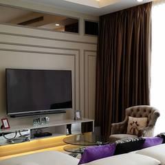 Vipod KLCC, Kuala Lumpur:  Living room by Norm designhaus