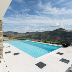 Infinity pool by João Andrade e Silva Design, Modern