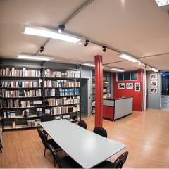 Biblioteca - EBP-MG: Escolas  por Rafael Castro Arquitetura