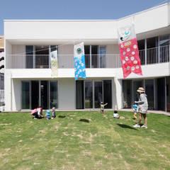 園庭: atelier mが手掛けた学校です。
