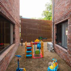 세지붕 한가족: HBA-rchitects의  정원