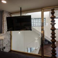 See-through Building 시스루 빌딩: HBA-rchitects의  침실,컨트리