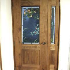 أبواب داخلية تنفيذ 一枚板テーブルと無垢材家具・キッチンの祭り屋