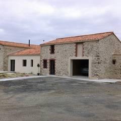 Réhabilitation et Aménagement intérieur de Granges et Loft  en Vendée : Maisons de style de style Rustique par atelier klam