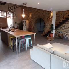 Réhabilitation et Aménagement intérieur de Granges et Loft  en Vendée : Salon de style de style Industriel par atelier klam