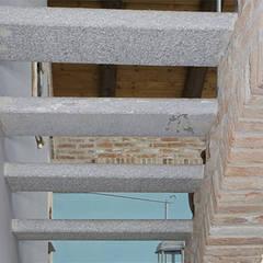 Gradini esterni in Pietra di Luserna: Hotel in stile  di Canalmarmi e Graniti snc