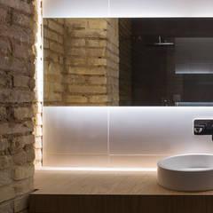 VIVIENDA: Baños de estilo  de NOAH MANAGEMENT S.L.