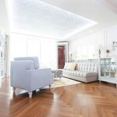컬러와 패턴이 살아있는 집: 더디자인 the dsgn의  거실