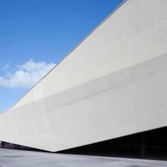 Terminal de Cruzeiros de Santa Apolónia - HI-MACS® por Banema S.A. Moderno Pedra