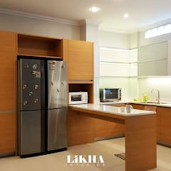 Dapur + Mini Bar:  Dapur built in by Likha Interior