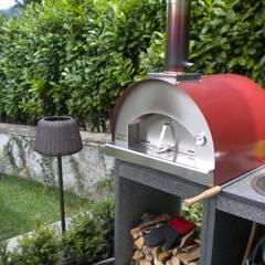 Giardino - Villa sul Lago di Como: Giardino anteriore in stile  di Formarredo Due design 1967