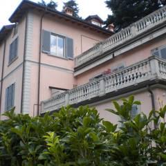 Esterno - Villa sul Lago di Como: Terrazza in stile  di Formarredo Due design 1967