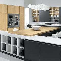 Built-in kitchens by ROOM 66 KITCHEN&MORE