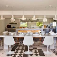 Cuisine intégrée de style  par Abrils Studio