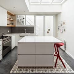 Dapur built in by Abrils Studio