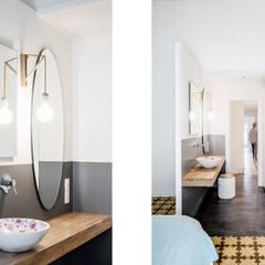 Baño Dormitorio Principal (Suit): Dormitorios de estilo ecléctico de Abrils Studio