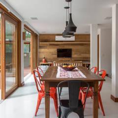 Dining room by Raquel Junqueira Arquitetura