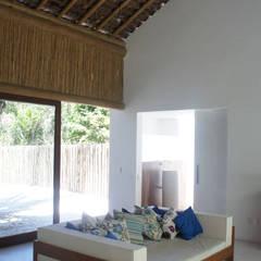 Windows by Fabio Rudnik Arquitetura, Tropical
