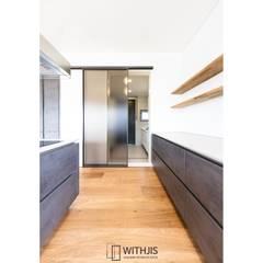주방-다용도실: WITHJIS(위드지스)의  베란다