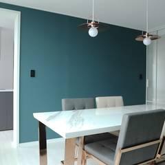 고급스럽고 모던한 신혼집, 잠실 리센츠아파트 33평: 홍예디자인의  다이닝 룸