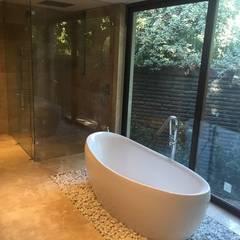 Baño: Baños de estilo  por MAC SPA