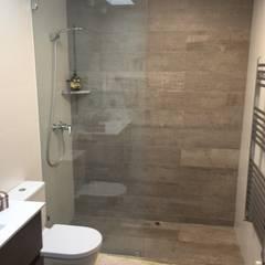Casa Laura Tromben 5616: Baños de estilo  por MAC SPA