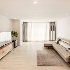 Living room by 봄디자인