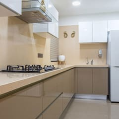 4 BHK Luxurious Project:  Built-in kitchens by Area Planz Design