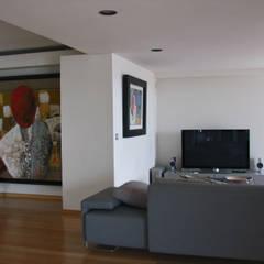Zona de convívio: Salas multimédia  por Nuno Ladeiro, Arquitetura e Design