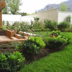 Detalle salida jardín: Jardines de estilo  por Bächler Paisajismo