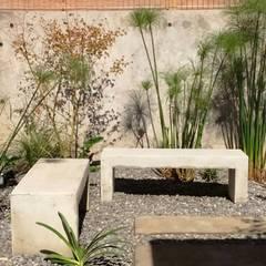 Detalles decorativos en jardín Las Condes, El Remanso : Jardines de estilo  por Bächler Paisajismo