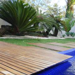 Detalhe : Piscinas de jardim  por Renata Esbroglio Arquitetura