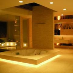 Spa e sauna: Spas  por Renata Esbroglio Arquitetura