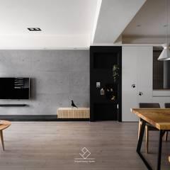 minimalistic Living room by 極簡室內設計 Simple Design Studio