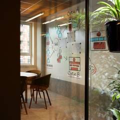 Torne seu escritório um ambiente mais funcional: Escritórios  por Soultrain,