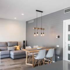 Un apartamento bio-arquitectónico: Salones de estilo  de Silvia R. Mallafré