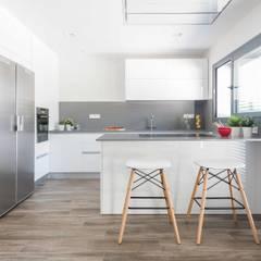 Un apartamento bio-arquitectónico: Cocinas de estilo  de Silvia R. Mallafré