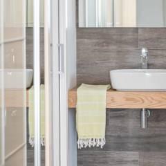 Un apartamento bio-arquitectónico: Dormitorios de estilo  de Silvia R. Mallafré