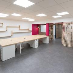 AMENAGEMENT BUREAUX GRENOBLE: Bureaux de style  par SISE ARCHITECTURE